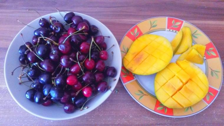 Ein .Kilo Kirschen und eine Mango