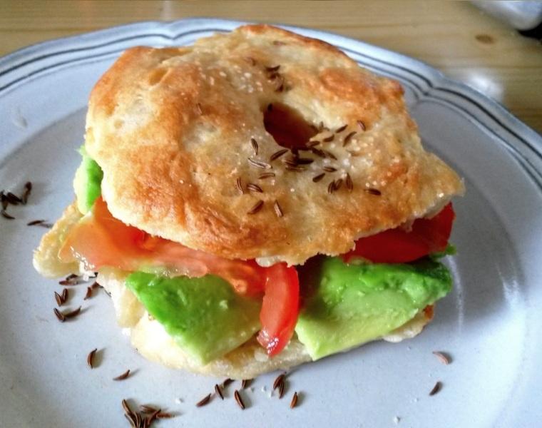 Bagel mit Avocado