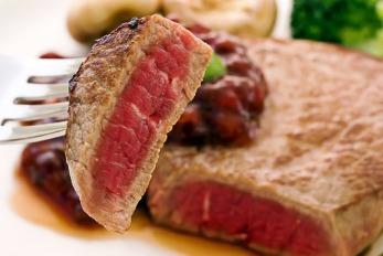 Muss man bei Eisenmangel wieder Fleisch essen?